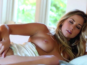 Exotic babe is poking her puss with toys