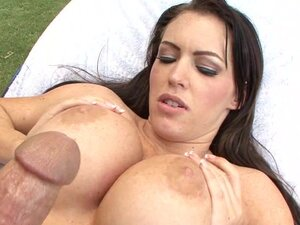 Jenna Presley boned in vagina outdoors