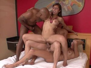 Tranny and bisexual men have group sex