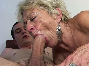 Old grandma is here to remember her blowjob skills