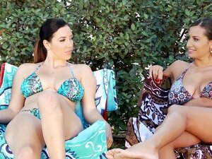 Jelena Jensen and Sensual Jane is playing in the pool