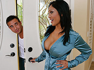 Priya has been sexually frustrated for years now!Her husband hasn't been able to fuck her on account of his bad back!When Priya's craving to be fucked becomes to much to bare she calls over Keiran, the man responsible for giving her husband a bad back!Tun