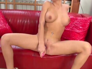 Emma squirts with her pink dildo in hd