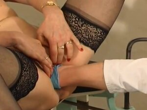 Doctor fists mature pussy in exam chair