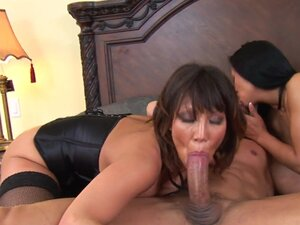 Ava Devine and Kitty Landgon are two skillful babes