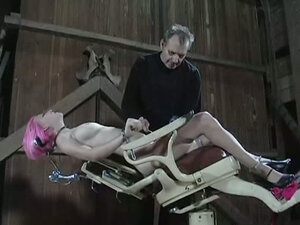Pink haired strumpet gets bounded to the slave's chair