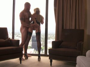 Blindfolded blonde beauty Jassica Drake gives a head