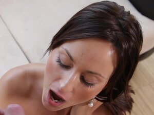 Simona Style gives unforgettable blowjob