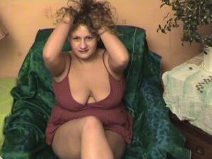 Curly chubby babe Zuzia takes of her sleepwear