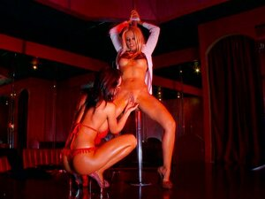 Sluts Vega Vixen & Franceska Jaimes dance around a pole