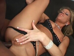 Mom love to suck and fuck in her anal with bbc's