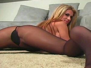 Blonde milf likes to pose