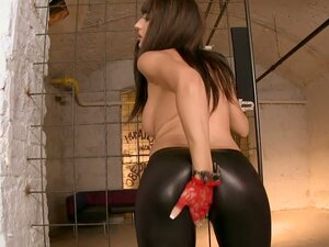 Hot Broad In Leather Tights Gets Double Fucked