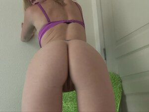 Tattooed blonde babe in sexy lingerie shakes ass