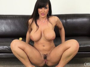 Voluptuous Milf Lisa Ann diddles and shows off her very nice body