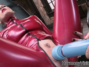 She gets her clit vibrated and then switches off to get her cunt toyed