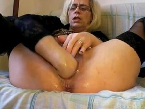 Hairy mature vagina wet and fisted
