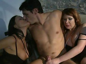 Big Cock Gives a Facial Cumshot For Sluts In FFM Threesome