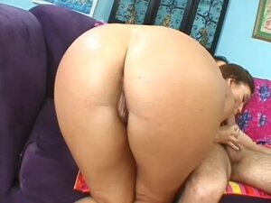 Oiled up lady laid in the hot pussy
