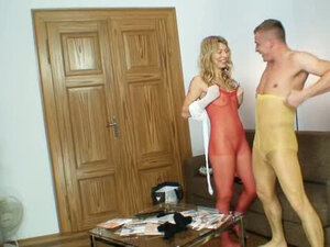 Flexible blonde slut Vanesa gives a head in red pantyhose