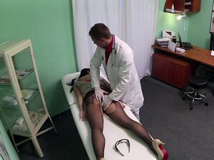 Punk rocker patients pussy ate by doctor