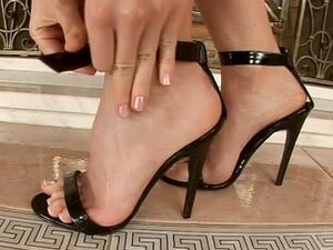 I Love Playing With My Feet Before My Snatch