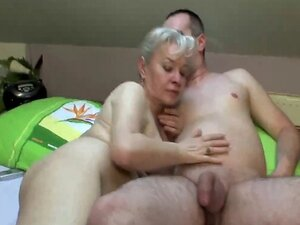 MATURE COUPLE FUCK HARD ON BED !!