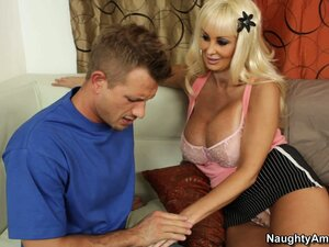 Big tit blonde Brittany O 'Neil goes down on his stiffy and sucks