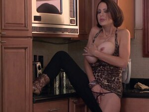 Horny babe fucking in the kitchen