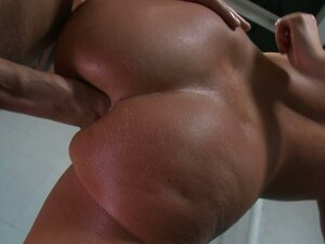 Anal sex is taken to the next level with chubby slut Riley Evans