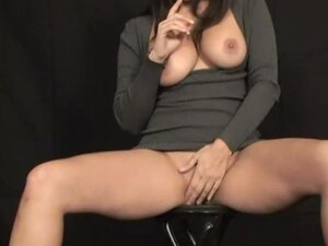 Sunny Leone loves to pose nude