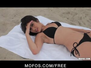 Hot Brunette Teen tanning on the beach fucks a stranger's big-dic