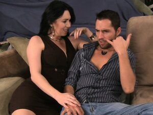Sultry Rayveness chats him up and sticks out her fine ass to lick
