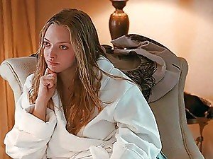 Pretty Hollywood starlet Amanda Seyfried gets her pretty titties out on camera