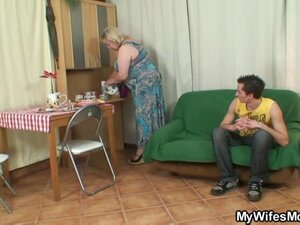 Granny takes a sticky facial after sex