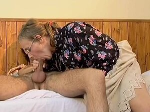 Crazy old mom gets it deep sex