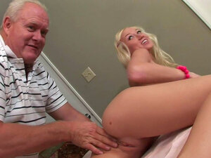 Young bimbo is having deep fuck