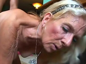 Blonde granny laid in hairy vagina