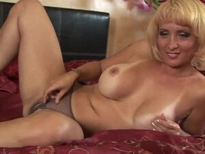 Sophia Mounds gets fucked frombehind and enjoys cum on her butt