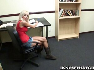 I fucked My Girlfriend In a Public Library