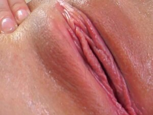 Dirty pornstar likes stuffing her cunt