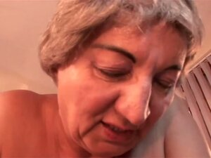 Amateur granny in hardcore sex video