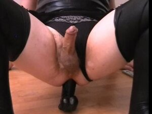 Shemale trine in wetlook and with black dildo