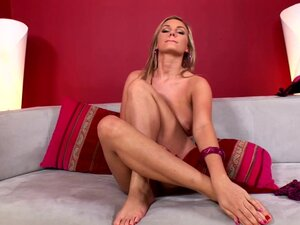 Leggy beauty Marie Lambo is playing with long legs