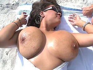 Curvy Babe Gets Her Sandy Big Tits Kissed and Fucked at the Beach