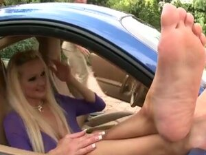Sharon Pink trades footjob for car