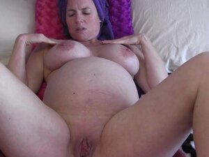 8 1/2 Month Pregnant MILF Showering and Lotioning Up Afterwards