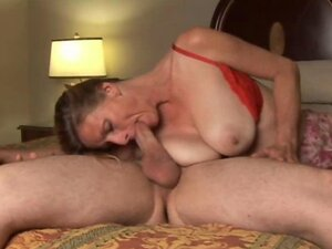 Trashy old amateur gives a great blowjob and loves the taste of cum
