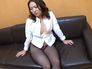Japanese milf in pantyhose gets her pussy stimulated with a vibrator