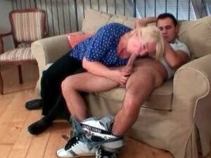 Granny with blonde hair can deepthroat cock